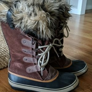Sorel Joan of Arctic Boots-Womens size 9